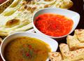 チキン・ポーク・チキンティッカ三種のカレーとチーズナン2枚プレーンナン1枚セット