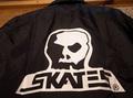"SKULL SKATES(スカルスケーツ)""ロゴ""コーチジャケット(COACH JKT)(ブラック)"