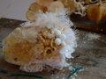布花とアメ色フラワーブローチ・薄ピンク