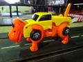 ゼンマイ仕掛けのゆかいなオモチャ!!「トランスフォーマー トラック/変身ドッグ オレンジ」  驚愕の自走・変身!今人気です。売り切れたらゴメンね~