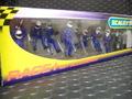 Scalextric1/32スロットカー用アクセサリー C8291◆ピットクルー8体セット/フューエルタンク付き 「Fuel Cherge Crew/ブルー」  (Fuel Men x2 Wheel Men x6)  展示演出に最適!