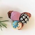 椿 天然素材 絹 絞り 菊柄ブローチ1