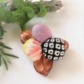 椿 天然素材 絹 絞り 和柄ブローチ3