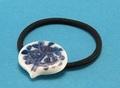 水谷香織の作品 磁器ヘアゴム 木