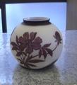 2色丸大花瓶(紫・白)  芍薬