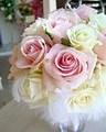 生花甘口ピンクと純白ローズの天使の羽のふわふわラウンド&ブートニア