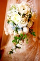 造花季節の小花と実入りのナチュラルキャスケード&ブートニア
