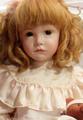 ピンクドレスのエミリー