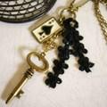 トランプと鍵のネックレス