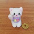 ほのぼの幸せ招き猫(白猫☆ラベンダーに小花✴右手招き)