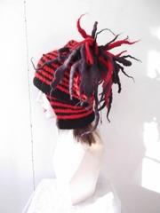 583 巻貝:赤×黒 垂れ付