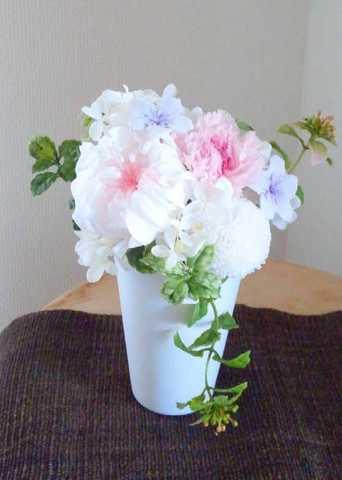 仏花 白い器