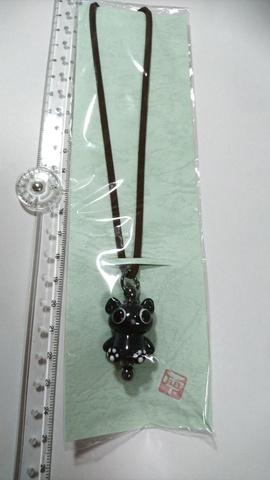 黒猫白肉球ペンダント