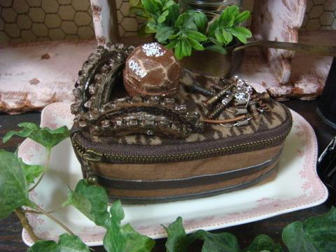 チョコレートケーキのポーチ/Chocolate Cake Pouch
