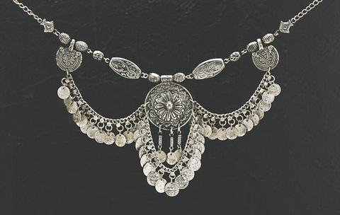 Metal Medallion Necklace