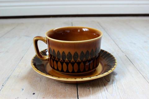 Stavangerflint(スタヴァンゲルフリント)キャラメルブラウンのカップ&ソーサー