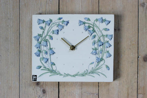Jie Gantofta(ジィ・ガントフタ)ツリガネソウの時計の陶板