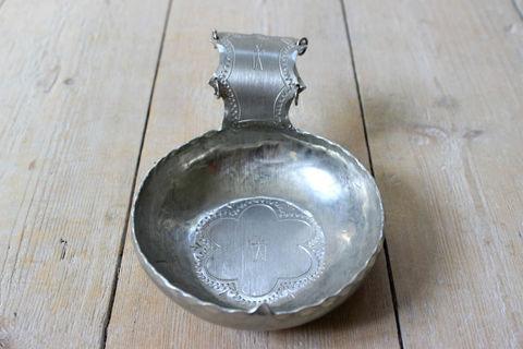 北スウェーデンの民族サーミ(Same)の錫製スプーンのオブジェ1