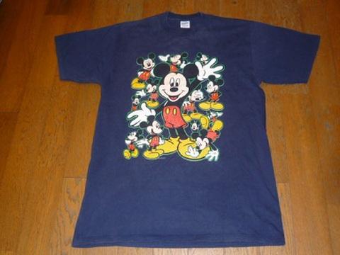 ミッキーマウスのTシャツ