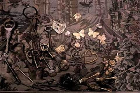 冬には窓ガラスの内側、サクリフィチオスの群をベッドに眠り、外側には、リスと死神が笑っている。