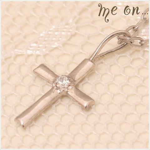 ひと粒のダイヤが輝くK10ホワイトゴールド・シンプルラインクロスモチーフネックレス