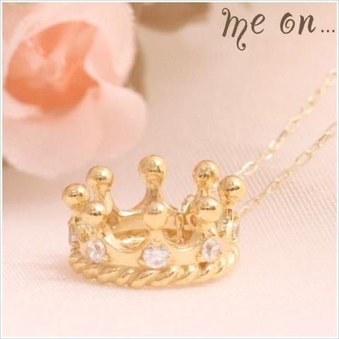 K10イエローゴールド・ちょっと贅沢にダイヤを8個もちりばめた王冠モチーフのプチネックレス