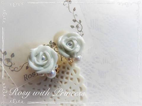 ブルーの薔薇のイヤリング