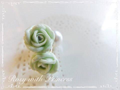 緑の薔薇のピアス