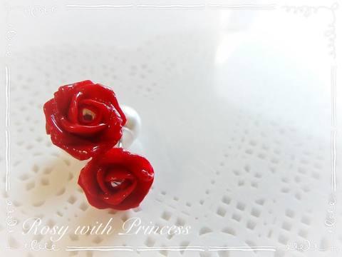 赤い薔薇のピアス
