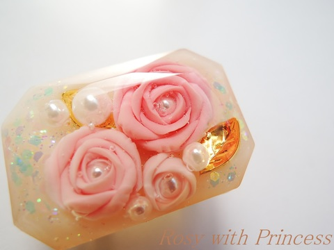 薔薇の宝石の帯留(ピンク、ラディアントカット)