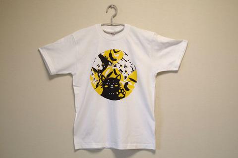 覗いてる猫さんTシャツ1